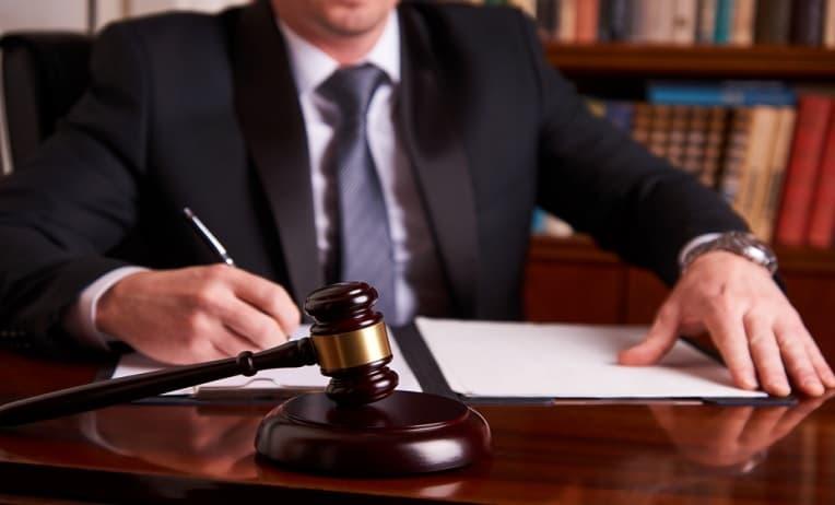 محامي تجاري بالرياض